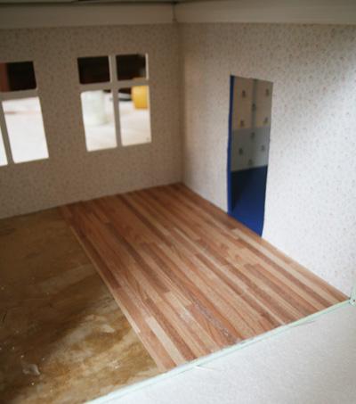 Bevorzugt Puppenhaus Renovierung renovieren Tapete Parkett Fußboden XJ94