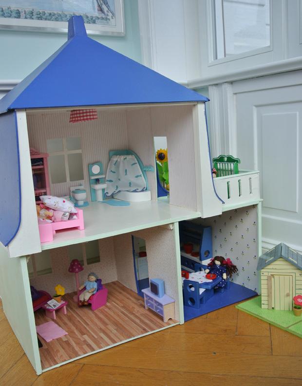 Puppenhaus renovierung basteln diy happyhomeblog - Puppenhaus basteln ...